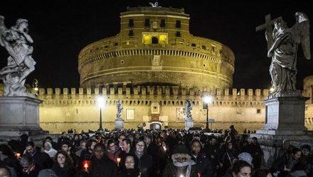 """Radio Vaticana: """"In migliaia alla Via Crucis per le donne vittime della tratta"""""""