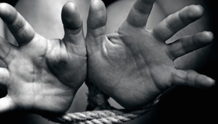 Il traffico di esseri umani, un peso sulle coscienze