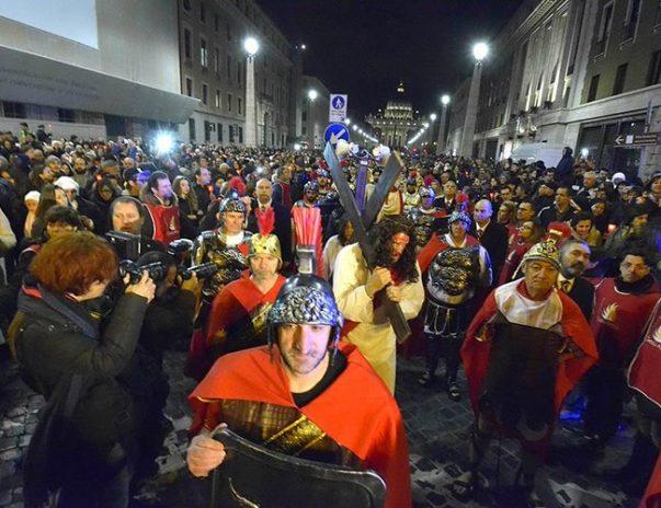 """Don Buonaiuto: """"Il Papa al Colosseo a difesa delle donne crocifisse dalla tratta"""""""