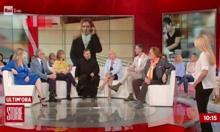 [ VIDEO ] 19enne uccide il padre dopo l'ennesima aggressione, don Aldo a Storie Italiane