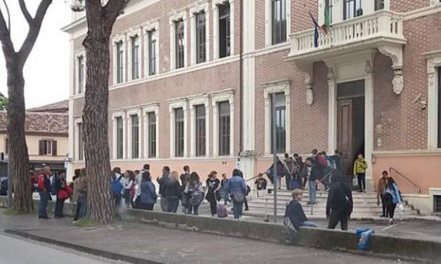 [ATTUALITA'] Fabriano, scongiurato il trasloco della scuola media Giovanni Paolo II in Comune