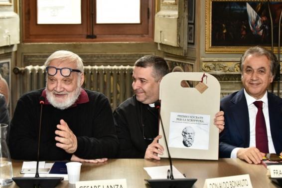 [ italnewstoronto.wordpress.com ] IL SOCRATE PER LA SCRITTURA A LUCIANO FLORIDI E A DON ALDO BUONAIUTO